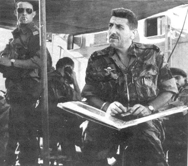 Alger, le général Massu en opération hors d'Alger en 1957