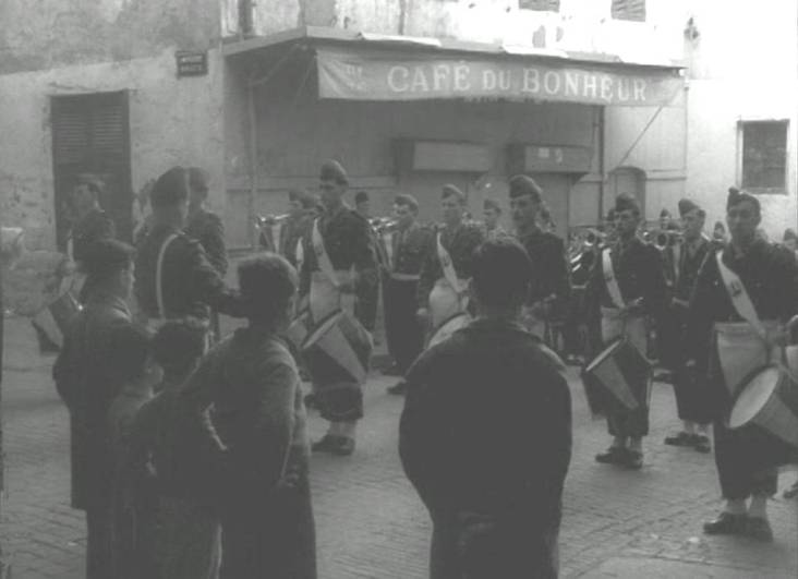 Alger La musique des Zouaves dans la casbah